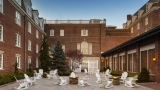 outdoor courtyard at Hotel Viking