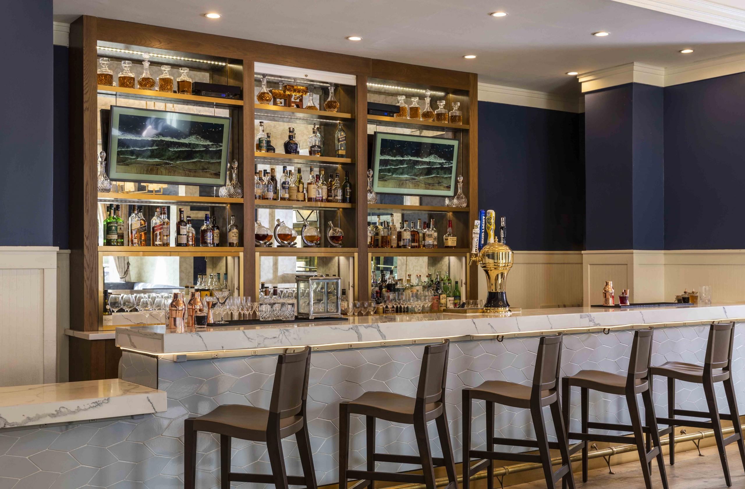 The bar at Hotel Viking